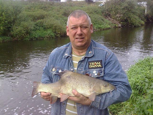 andy-fletures-barbel-9lb-8oz-caught-below-crimpsall-sluice-1